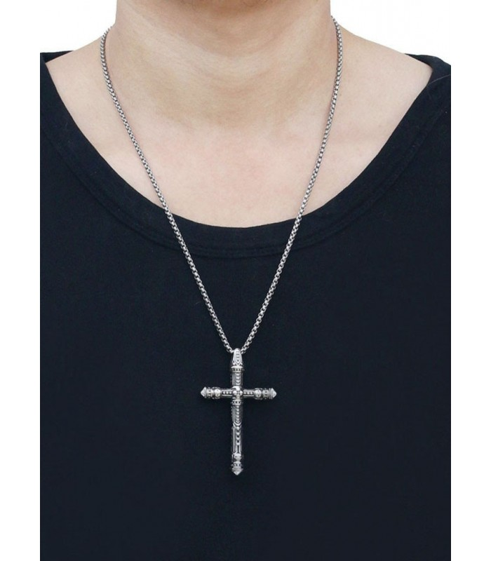 548001efa118 potente colgante fabricado en acero quirurgico forma de cruz tallada